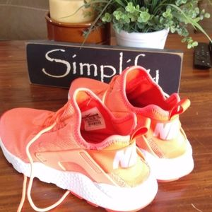 Nike hot pink coral huarache sneakers size 8